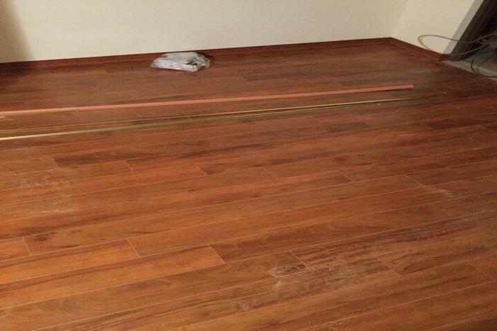 báo giá sàn gỗ vinasan v105, thi công sàn gỗ thái lan,