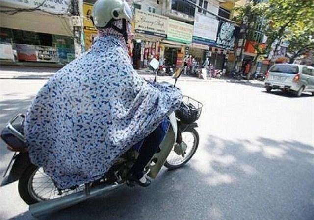 chống nắng khi đi xe máy