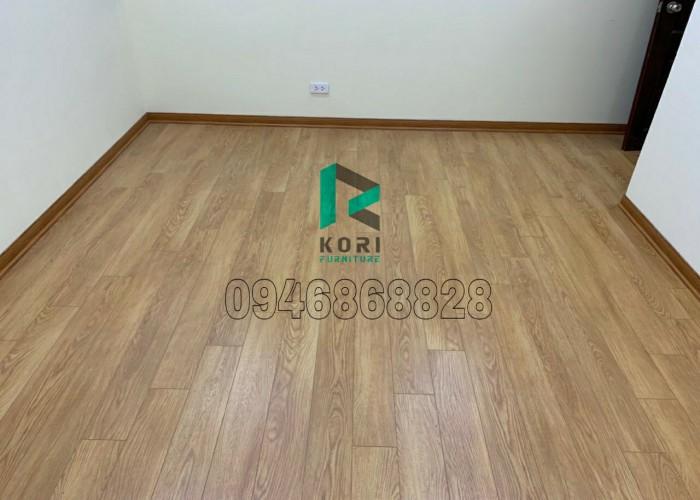 thi công sàn gỗ Komas