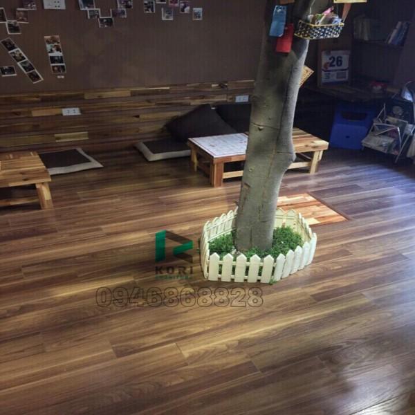 Quán Cafe sử dụng sàn gỗ công nghiệp